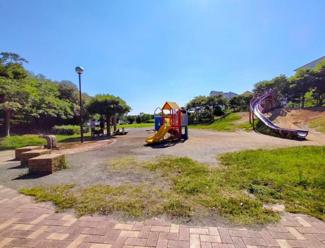 《打瀬第5公園》徒歩1分の場所にある公園。子供たちが元気に遊ぶ公園が点在。ファミリー層が多くみられま