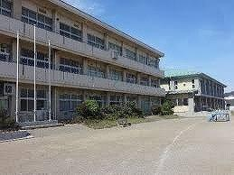 玉井小学校まで1100m