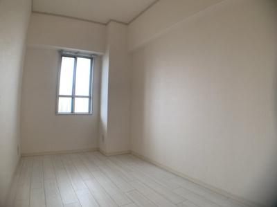 きれいな洋室です。約4.1帖です。