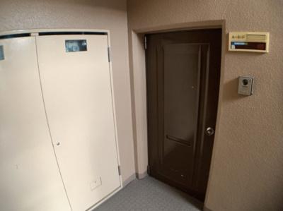 玄関扉前部分です。