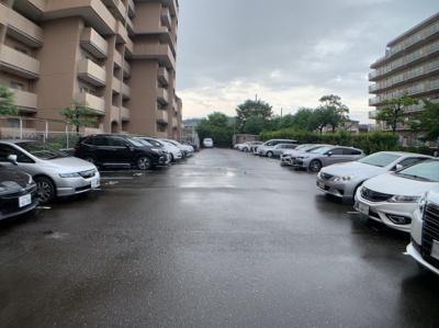 平面駐車場があります。現在空き無しです。