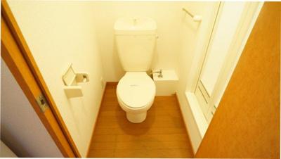 明るい色調でリラックスできるトイレ