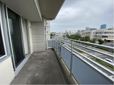 4階部分ですが、南側に遮るものが無いので陽当り・眺望良好です。