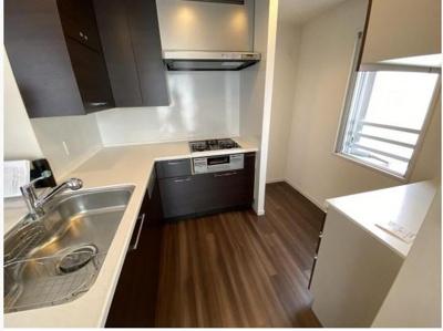 L字型キッチンは動線に優れ、会話をしながら、お子様の様子を見ながら家事が出来ます。