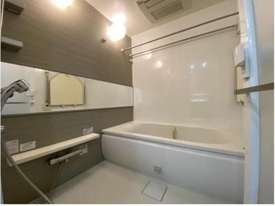 浴室乾燥・暖房が付いています。雨の日でも洗濯物は乾きます。