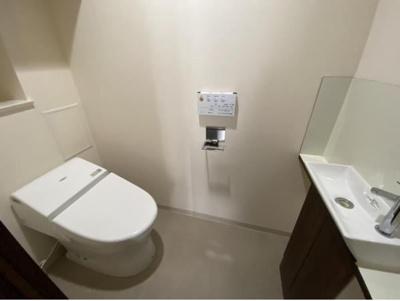 トイレもゆとりのスペースがあります。ご自身の時間をどうぞ・・・。