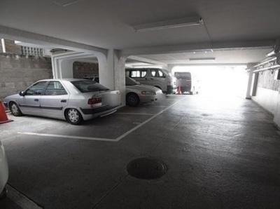 メゾンドール高輪の駐車場です。