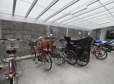 メゾンドール高輪の駐輪場です。