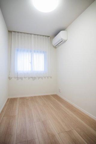 目白武蔵野マンション:約4.0帖の洋室には窓が付いております!