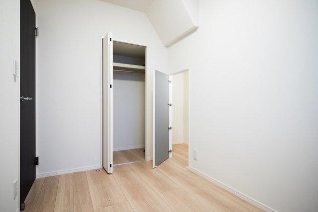 目白武蔵野マンション:約4.0帖の洋室にはクローゼット・物入が付いております!