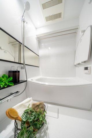 目白武蔵野マンション:雨の日のお洗濯ものを干すにも便利な浴室乾燥機・追い焚き機能付き浴室です!
