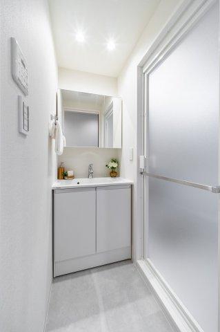 目白武蔵野マンション:明るく清潔感のある洗面化粧台です!