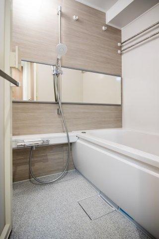 メゾンゴールド:雨の日のお洗濯ものを干すにも便利な浴室乾燥機・追い焚き機能付浴室です!