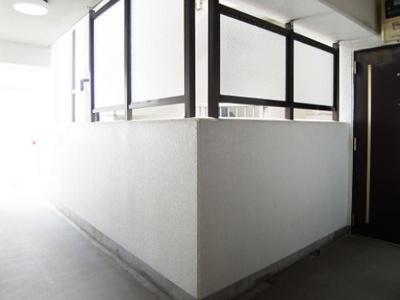 ジェイパーク三田のお部屋までの廊下です