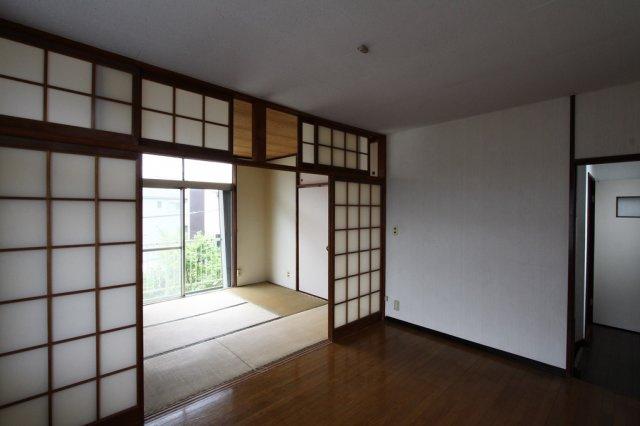 2階の和洋室は、開放すると、かなり広々した空間になりそうです。 南向きのため、明るさも十分に確保できます。