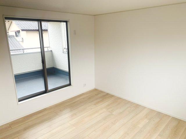 【同仕様施工例】南向きで採光・通風がよく気持ちの良いお部屋です。
