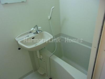 レオパレスアイリスの落ち着いた空間のお風呂です