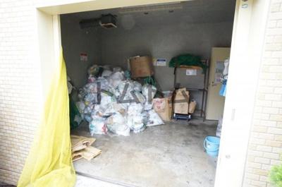 敷地内ゴミ置き場です