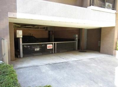 クレッセント麻布Ⅱの駐車場です。