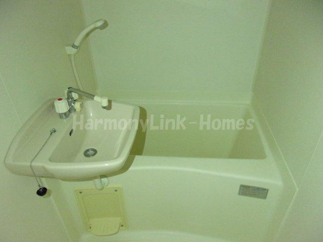 レオパレスサンボーンの落ち着いた空間のお風呂です