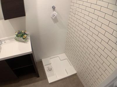 室内に洗濯機も置けます。