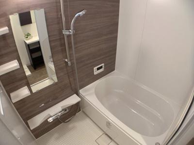 お風呂です。ゆったりお寛ぎ頂ける空間です。