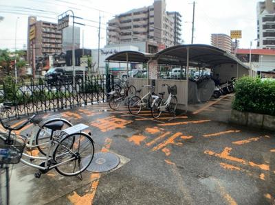 駐輪所とバイク置き場もあります。