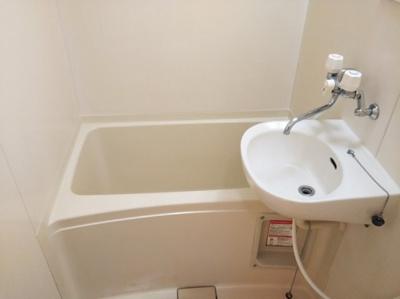 バス・トイレ別です。仕様が異なる場合があります。
