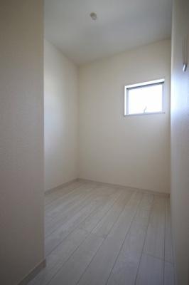 各居室に収納を備えました