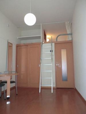 同タイプの物件となり、二階床材異なります。