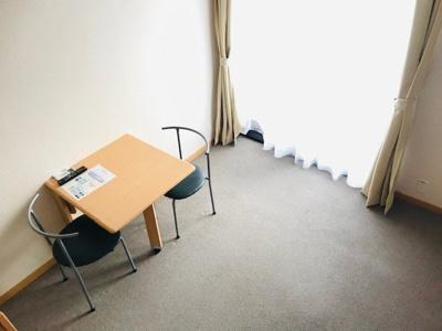【居間・リビング】レオパレスチェリーハウス