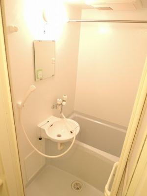 浴室乾燥機つきで雨の日も安心.