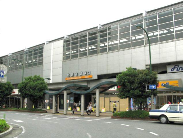 東武伊勢崎線「北越谷」駅~当駅は東武鉄道の開通当初から設けられた駅の一つで有り、駅前のロータリーは広く、タクシーなど乗りやすい造りになっています。