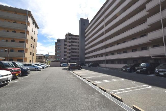 敷地内駐車場空きあり。比較的リーズナブルなお値段も魅力です