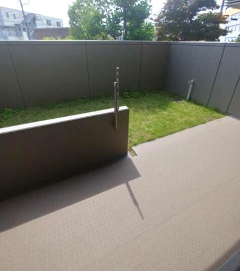 広々としたテラス~簡単な家庭菜園やガーデニングも楽しめる専用庭付き