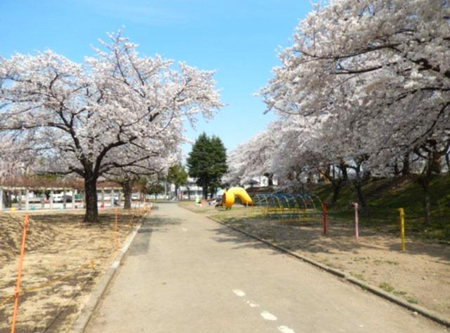 「万平公園」まで約300m~江戸時代から桜の名所として知られ、毎年多くの人がお花見を楽しんでいます。
