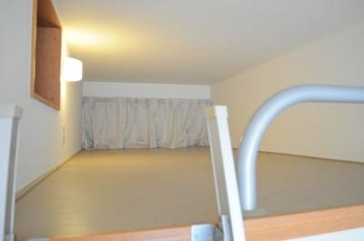 ロフト付き!大型収納で居室も広々使える♪
