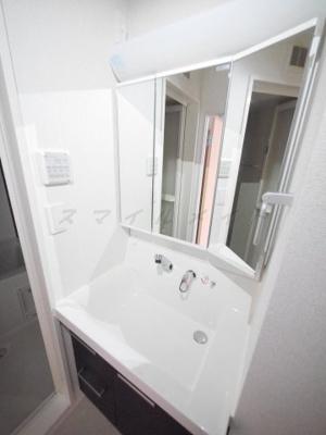 朝の身支度に便利な独立洗面台