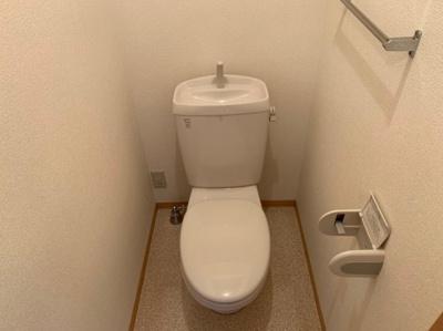 ゆったりとした空間のトイレです 【COCO SMILE】