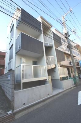 神奈川新町駅徒歩2分のアパートです。