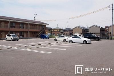 【駐車場】シャルマンソレイユビー