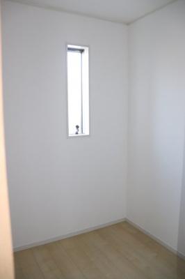 (同仕様写真)キッチンサイドにはパントリーを備えました。ストックも充分こちらに収納できますね