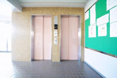 エレベーターが2基あり、便利です。