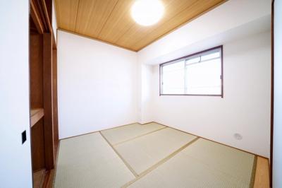 北側、約4.5帖の和室です。