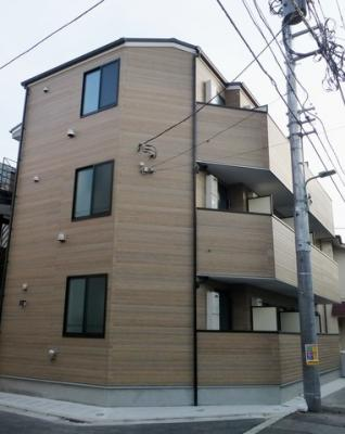 京急本線「雑色」駅より徒歩10分の築浅アパートです。