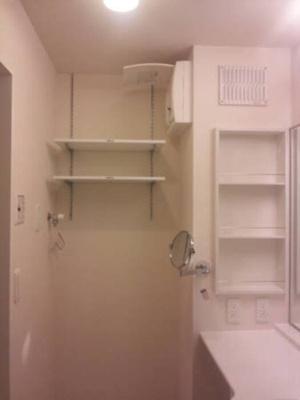 2段式可動棚(洗濯機置き場上)