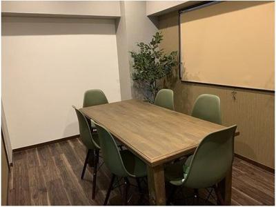 打合せ用スペース、オフィス家具設置のまま引渡できます