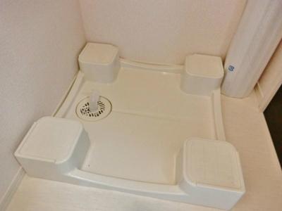 脱衣所にある室内洗濯機置き場です♪防水パンが付いているので万が一の漏水にも安心です!