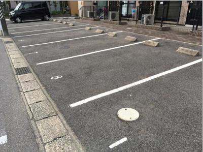 駐車スペースもあります 【COCO SMILE ココスマイル】