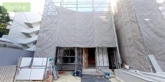 閑静な住宅街に堂々登場。ナチュラルで飽きの来ないデザインは流行に左右されない家の形です♪内装も木目が柔らかく温かみのある空間を演出しています。是非一度実際に足をお運びくださいませ♪お待ちしております。